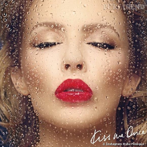 """""""Into the Blue"""" est issu du douzième album """"Kiss Me Once"""" de Kylie Minogue."""