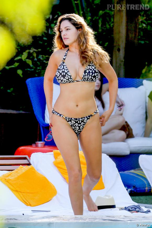 Kelly Brook célibataire, un top model aux courbes de rêve.
