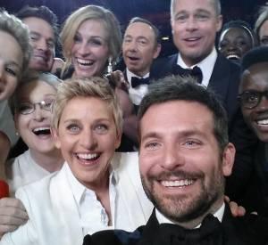 Elle Degeneres immortalise les Oscars 2014 à sa façon avec un selfie où on retrouve Bradley Cooper, Jennifer Lawrence, Channing Tatum, Meryl Streep, Julia Roberts, Kevin Spacey, Brad Pitt, Lupita Nyong'o et son frère, Angelina Jolie et Jared Leto.