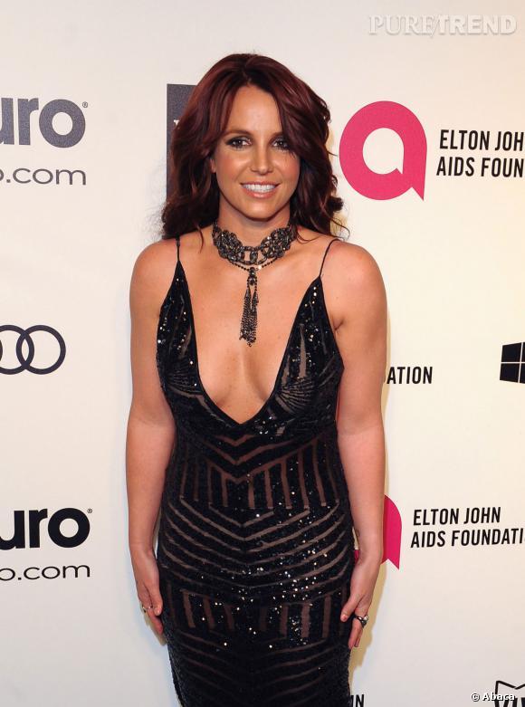 Britney Spears et son maxi décolleté à la soirée organisée par Elton John après la cérémonie des Oscars 2014.