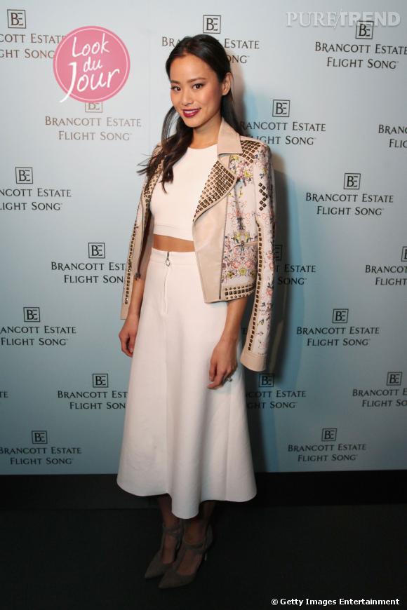 Jamie Chung, divine avec sa veste BCBG Max Azria pour la soirée Brancott Estate le 12 mars 2014.