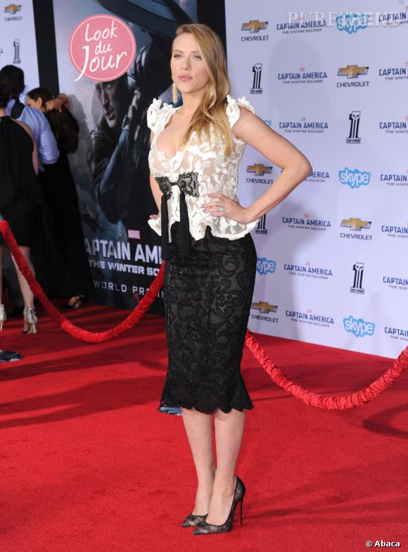 Scarlett Johansson lors de la projection de Captain America, le soldat d'hiver à Los Angeles, le 13 mars 2014. Elle porte une tenue signée Armani Privé.