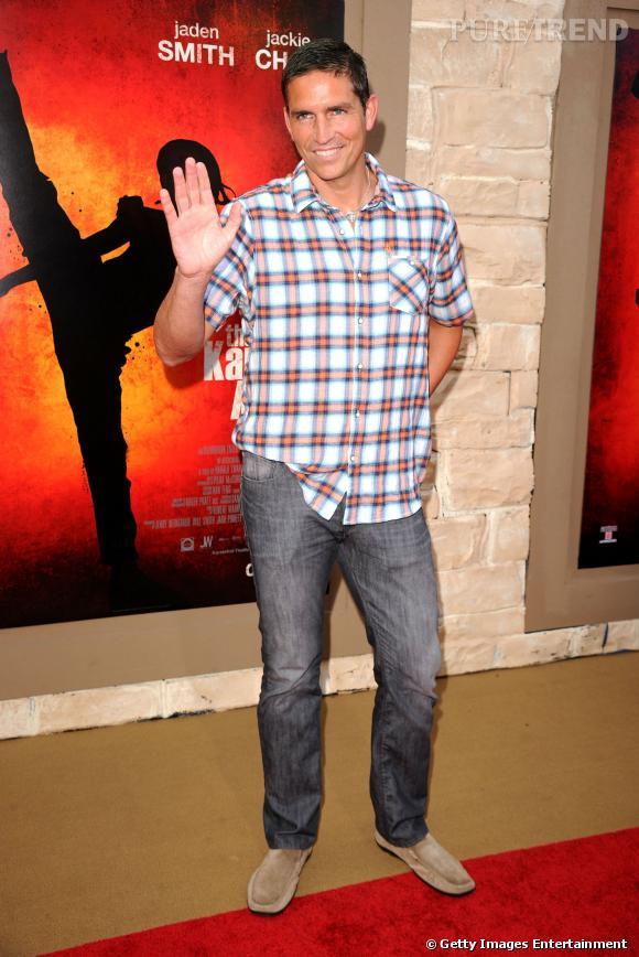"""Jim Caviezel prêt pour aller à un barbecue ? Non, à la l'avant-première de """"The Karate Kid"""" en 2010."""