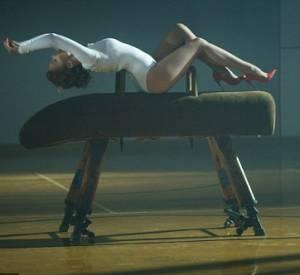 """Kylie Minogue fait monter la température dans """"Sexercizes""""."""