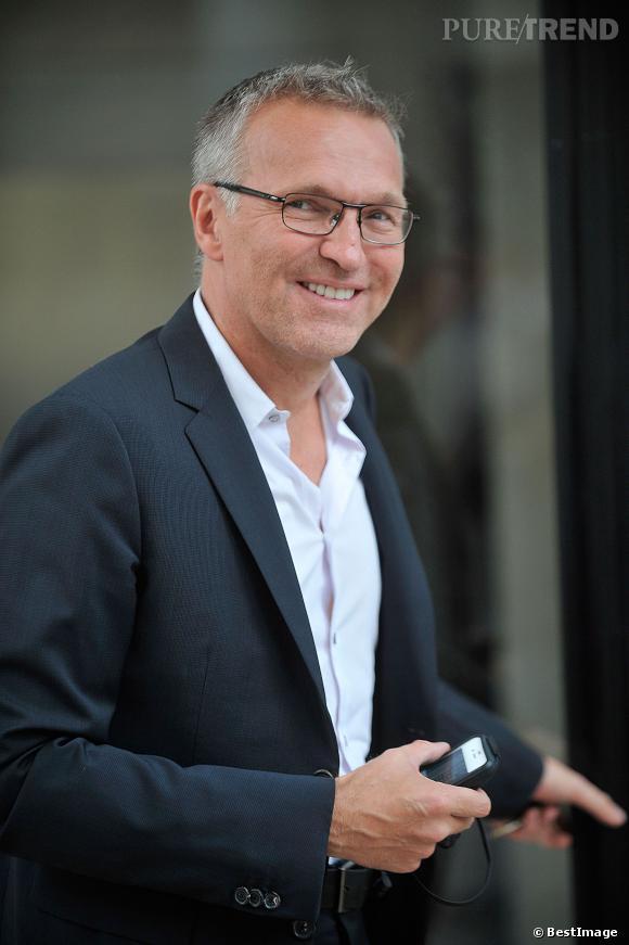 """Laurent Ruquier, loin de se laisser abattre par l'annulation de """"L'émission pour tous"""", il donne un vent de fraîcheur à sa carrière et rejoint RTL."""
