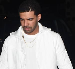 Drake talonne de peu sa chérie Rihanna, qui se rend à l'after show du rappeur à Londres le 25 mars 2014.