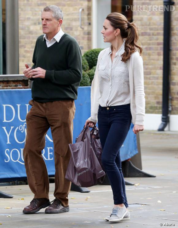 Kate Middleton en séance shopping à Londres, en octobre 2013.