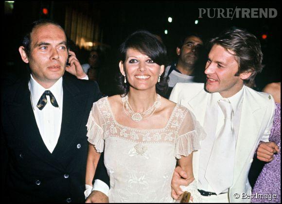 Claudia Cardinale avec son mari Pasquale Squitieri (en noir) et Helmut Berger lors de la soirée Luchino Visconti du Festival de Cannes en 1976.