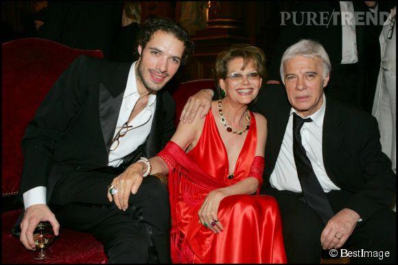 Claudia Cardinale avec Nicolas bedos et Guy Bedos en 2005 pour la cérémonie des Molière.