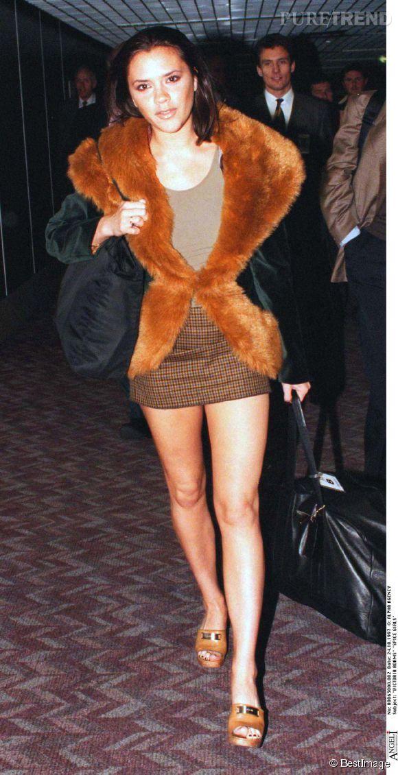 Victoria Beckham en octobre 1997. Aïe aïe aïe... Ca pique les yeux,