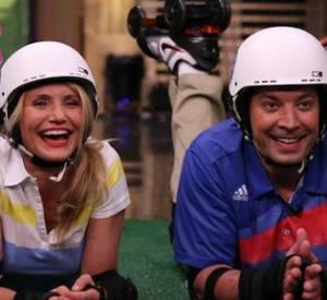 Ensuite Cameron Diaz a enchaîné avec une partie de Roller Golf, avec Jimmy Fallon mercredi 23 avril 2014 sur NBC.