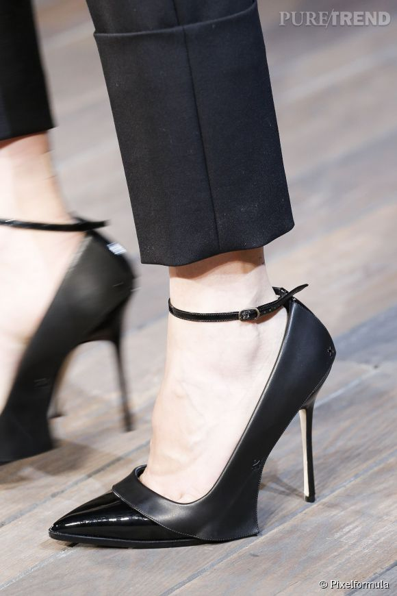 Les talons hauts ça fait mal, du coup le docteur Ali Sadrieh opère les femmes pour qu'elles puissent porter leurs stilettos 24h/24.
