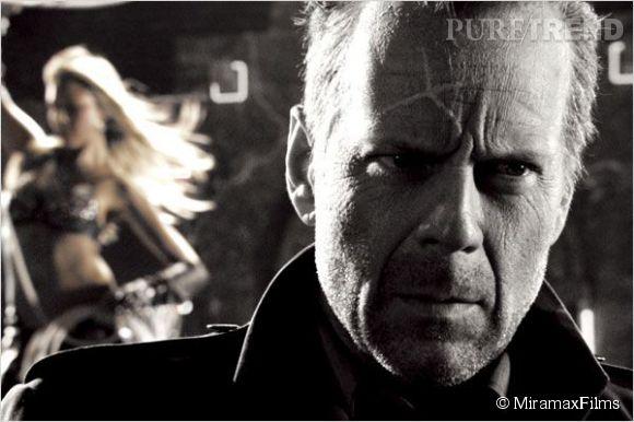 Bruce Willis est John Hartigan, le seul mec prêt à se battre pour Jessica Alba dans Sin City en 2005.