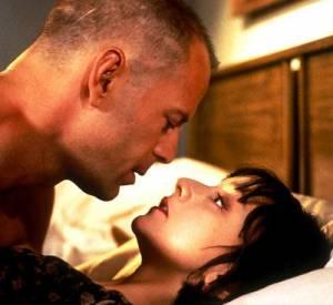 Dans Pulp Fiction Bruce Willis sort avec une frenchie, qui n'est autre que l'actrice Maria de Medeiros.