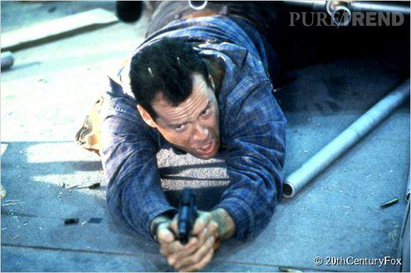 Toujours en 1990, Bruce Willis sauve les passagers d'un avion aux mains des terroristes dans 58 minutes pour vivre (Die hard 2).