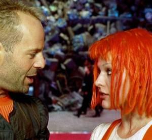 Bruce Willis protège Milla Jovovich, qui est le Cinquième élément, dans le célèbre film de Luc Besson en 1997.
