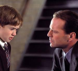 Bruce Willis comprendra lui aussi qu'il est mort, lorsqu'il aura fait de son mieux pour aider le petit Cole dans le film Sixième Sens.