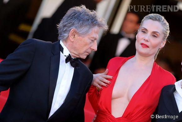 Le décolleté plongeant de Emmanuelle Seigner au Festival de Cannes 2013.