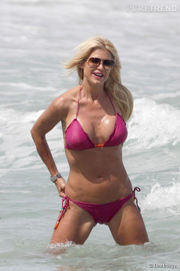 Victoria Silvstedt à la plage... Alors comme ça on ne veut plus être un sex symbol ?