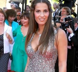 Elisa Tovati irradie dans cette robe argentée au festival de Cannes, le 18 mai 2007.