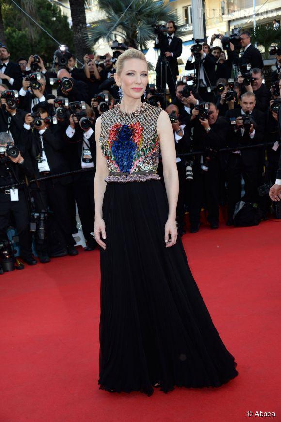 Cannes 2014, montée des marches jour 3 : Cate Blanchett éblouit dans une robe Givenchy, collection Automne 2014.