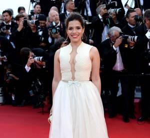 Cannes 2014 : America Ferrera dans une robe Georges Hobeika Couture, collection Printemps 2014 pour la montée des marches jour 3.