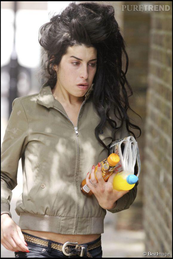 La défunte Amy Winehouse a abusé des drogues toute sa vie. En 2008, elle fait quelques heures de prison à Londres pour avoir pris du crack.