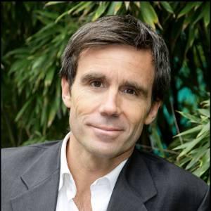 """Nouveau couac pour David Pujadas lors de la présentation de l'émission """"Des paroles et des actes"""" ce jeudi 22 mai 2014 sur France 2."""
