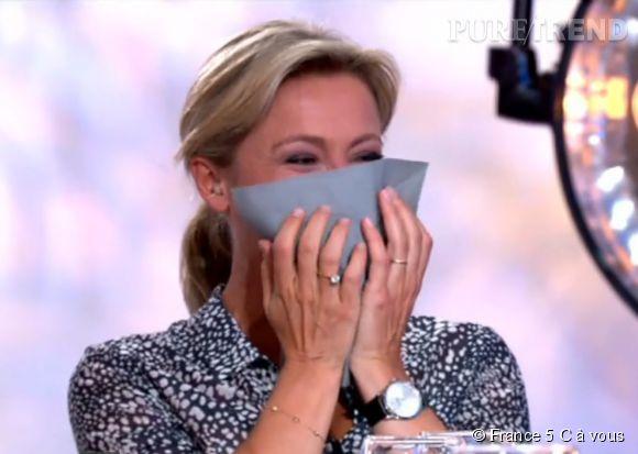 """Anne-Sophie Lapix, hilare jeudi soir dans """"C à vous""""."""
