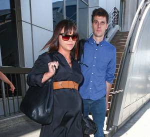 Christina Ricci, vendredi à l'aéroport de Los Angeles : baby bump en vue !