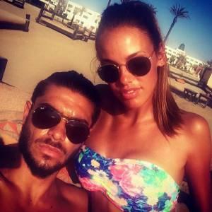 Vanessa Lawrens bikini fleuri sur les plages de LA avec son Julien.