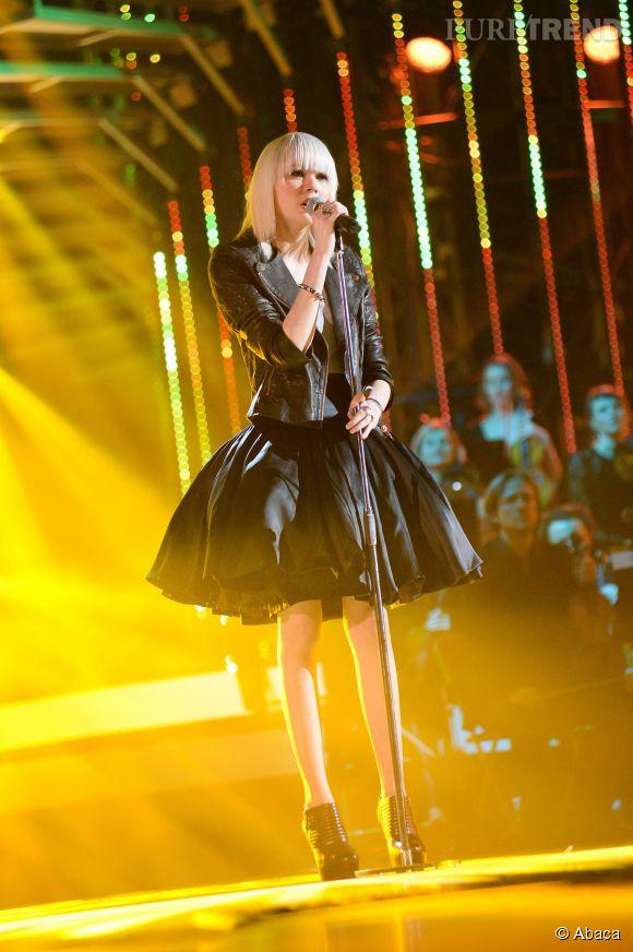 Sophie-Tith et son nouveau look lors de la finale de la Nouvelle Star 2014 en février 2014.