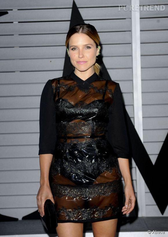 Sophia Bush s'est franchement démarquée des autres jeunes femmes à la soirée Maxim Hot 100, grâce à cette robe en plastique transparente.