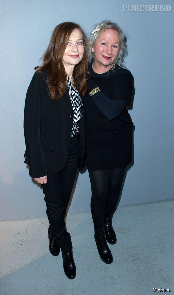 Isabelle Huppert et la créatrice Agnès B. lors de la Fashion Week de Paris en mars 2014.