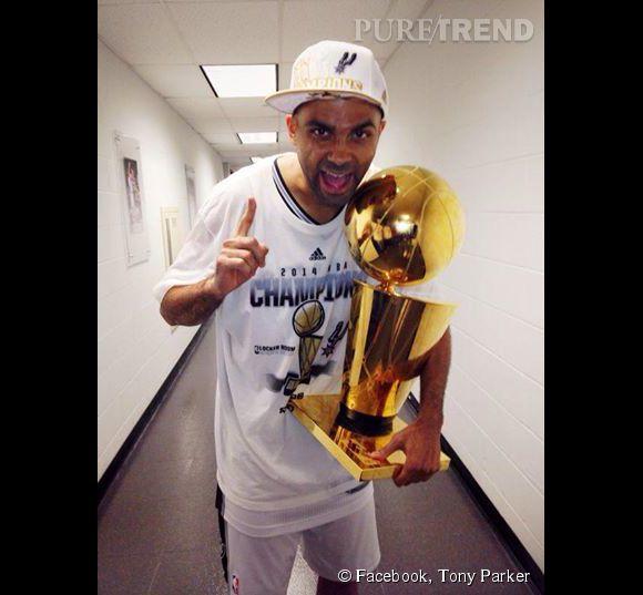 Tony Parker et son trophée de Champion NBA, une photo postée hier 16 juin 2014.