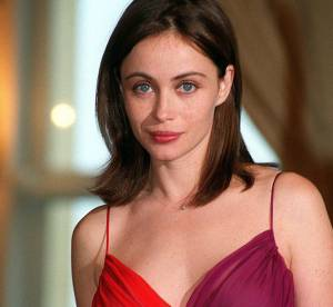 Emmanuelle Béart : une actrice sexy, 15 robes affolantes