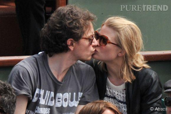 Mélanie Thierry et Raphaël très amoureux dans les gradins de Roland Garros en juin 2012.
