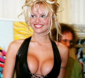 Pamela Anderson a 47 ans : ses 15 décolletés XXL les plus trash