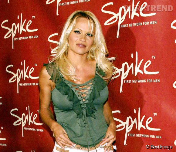 Pamela Anderson, fan des décolletés à lacets...