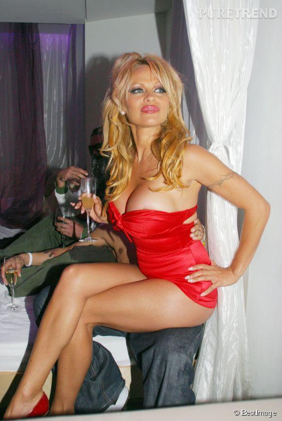 Pamela Anderson, la reine du glamour et de l'élégance aux 21 ans de Virgin Airways.