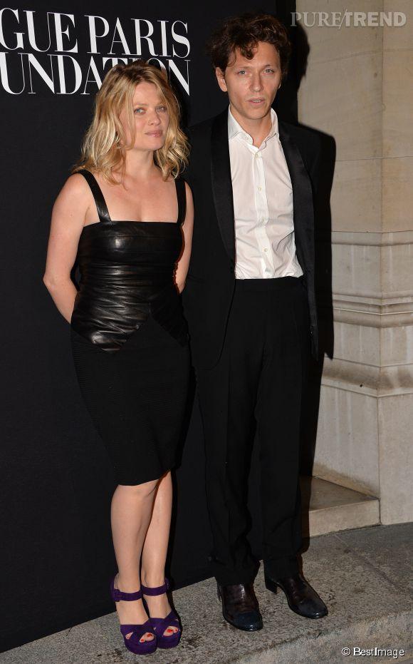 """Mélanie Thierry et son compagnon, le chanteur Raphaël très assortis au Gala """"Vogue Paris Foundation"""" à Paris le 9 juillet 2014."""