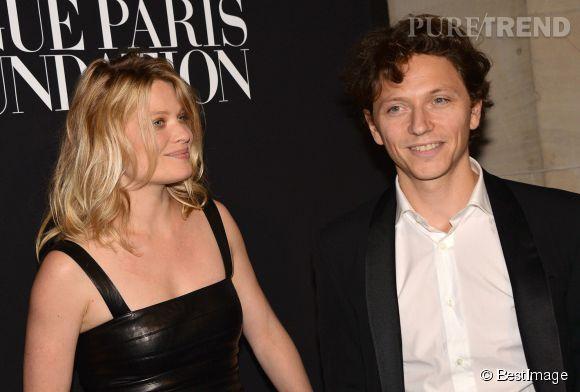 """Mélanie Thierry et son compagnon, le chanteur Raphaël plus amoureux que jamais au Gala """"Vogue Paris Foundation"""" à Paris le 9 juillet 2014."""