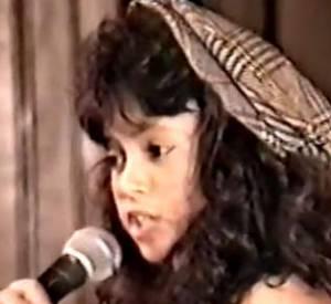 La chanteuse Shakira à 12 ans lors d'un concours de chant à Barranquilla en Colombie en 1988