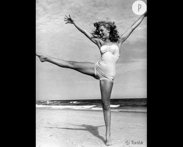 Marilyn monroe sur la plage, sexy pour son époque !