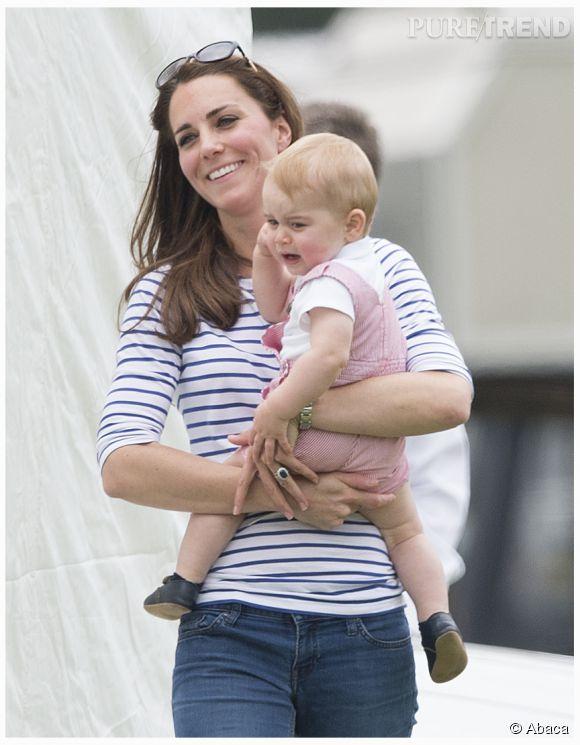 Kate Middleton et bébé George... Maman rit et bébé pleure mais le tout reste très craquant ! Le gynéco obstétricien qui mis au monde George a eu une grosse pression.