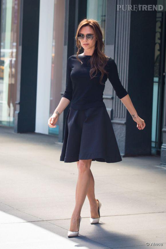Victoria Beckham, toujours chic, change d'alliance en fonction de son look. 13 au total en 15 ans de mariage !