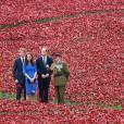 Kate Middleton à la Tour de Londres visite une oeuvre d'art érigée en hommage aux victimes britanniques de la Grande Guerre.