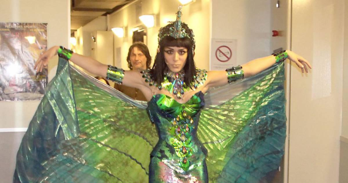 Sofia essa di somptueuse reine du nil dans le sepctacle - Les bains de cleopatre ...