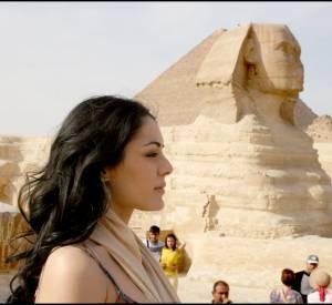 Sofia Essaïdi et son port de tête altier en Egypte.