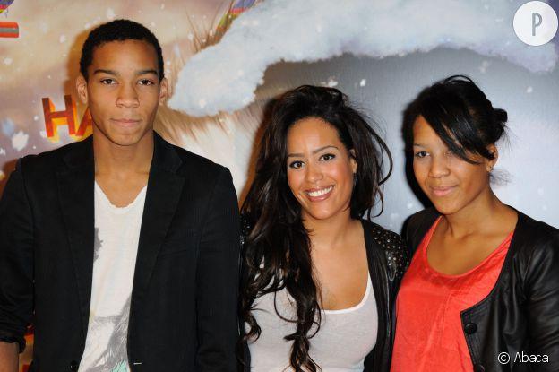 Amel Bent en famille.